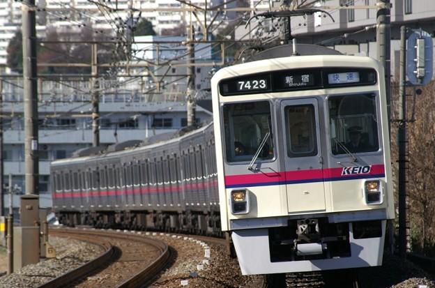 京王永山駅に進入する7000系2+6両の快速