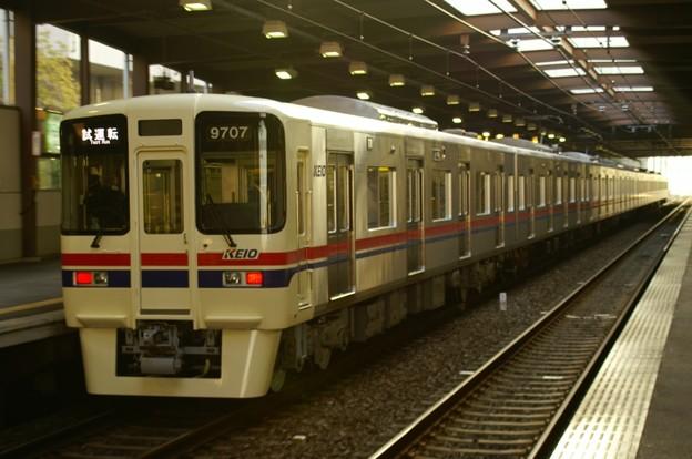 南大沢駅を発車する9007F試運転