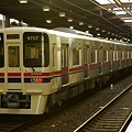 Photos: 南大沢駅を発車する9007F試運転