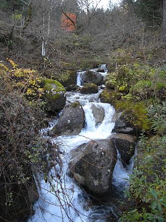 民宿さわぐちの裏を流れる川