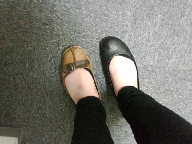 左右違う靴.