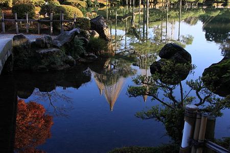 霞が池に映る冬景色    秋から冬へ