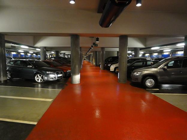 ウルム 赤じゅうたん地下駐車場