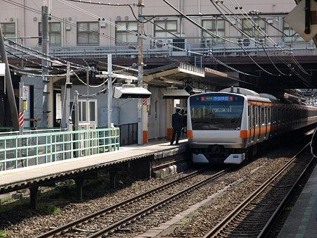 E233系中央線(八王子駅2番線)