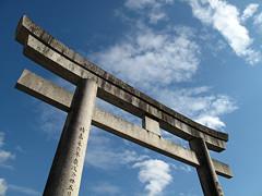 豊川稲荷 鳥居と青い空