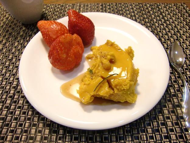 Photos: しょうが風味カボチャプリン♪イチゴは八開村のイチゴ♪でかっ!