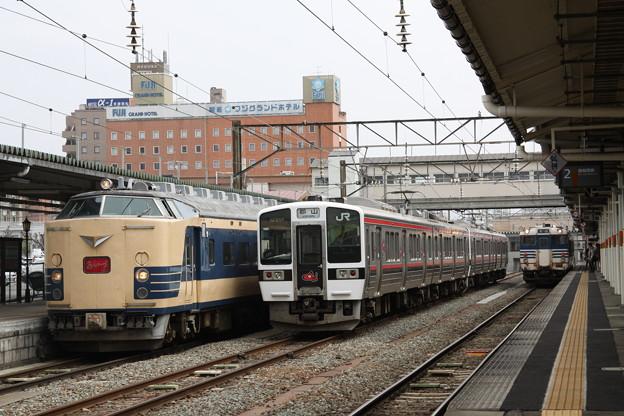 Photos: 磐越西線 会津若松駅 583系 719系 キハ40系