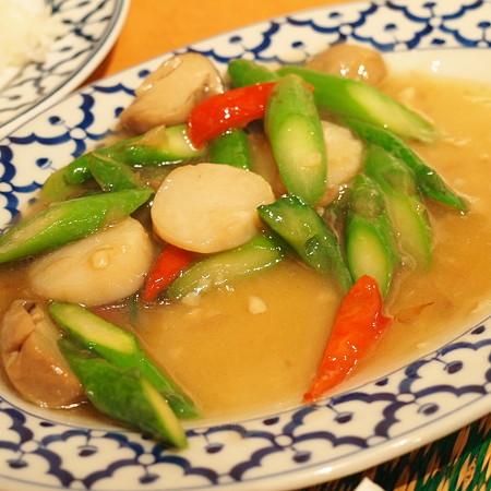 ホタテとアスパラのオイスターソース炒め(タイ料理)