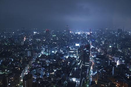 蒼く染まる渋谷の夜空