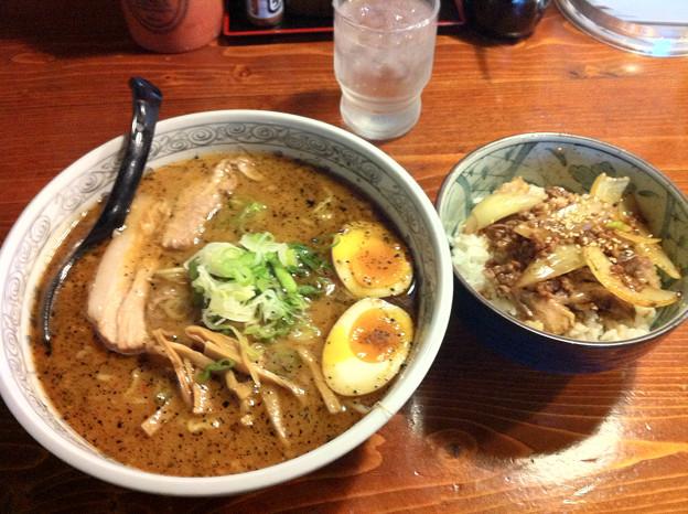 写真: たけ蔵 合わせ味噌+チャーシュー丼