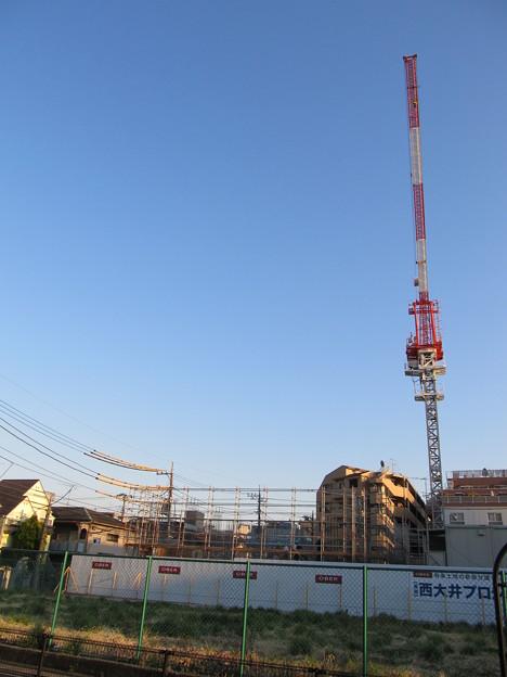 クレーンと建築現場