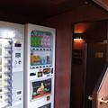 Photos: s7377_トワイライトエクスプレス_ロビーカーの自動販売機・シャワー室