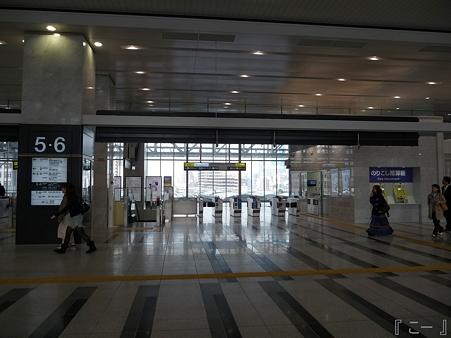 110416-17 大阪駅 (14)