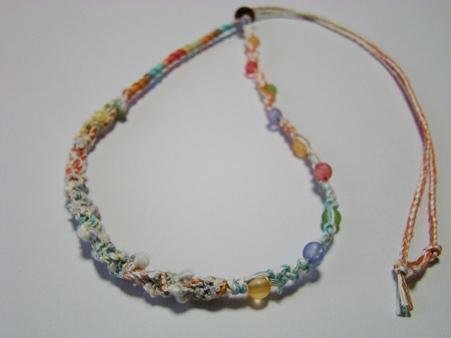 夏のカラフルビーズのネックレス
