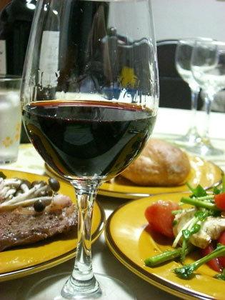 おいしいワインで、良質なお肉をお楽しみください。