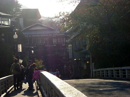 箱根湯本到着。温泉街って感じ~。