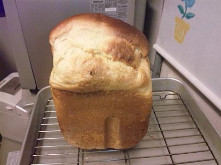 オレンジのパンを作りました♪マーマレードとオレンジのジュースです。味は出来上がり次第。