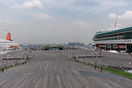2010.05.10 横浜 くじらのせなか にっぽん丸とLegend of the Seas