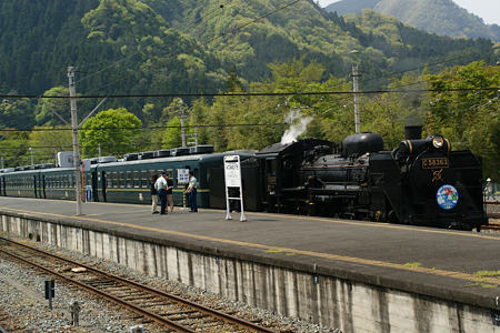 SL蒸気機関車発車準備!(100504)