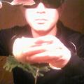 写真: 「桃を開けたのに中からタマが出て来ないぞ・・・」