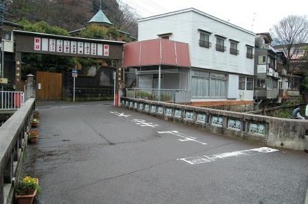 藤木橋を渡る