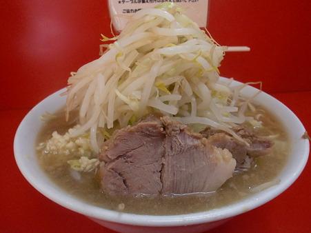 小ラーメン650円、ニンニク・野菜・麺カタメ・アブラ少なめ