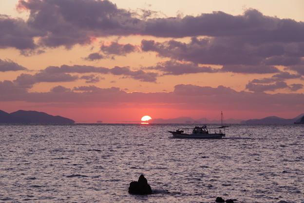 沈む夕陽は浮き島の彼方(4) 出漁