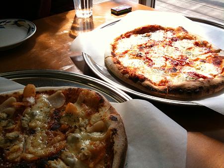 魚介のピザとマルゲリータ@ラリーさん