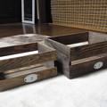 Photos: Seriaの木箱をヤスリがけし、ニスを塗り、kitchen×2のナンバープレートをネジで留めた。