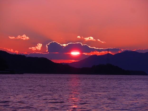雲間の夕陽