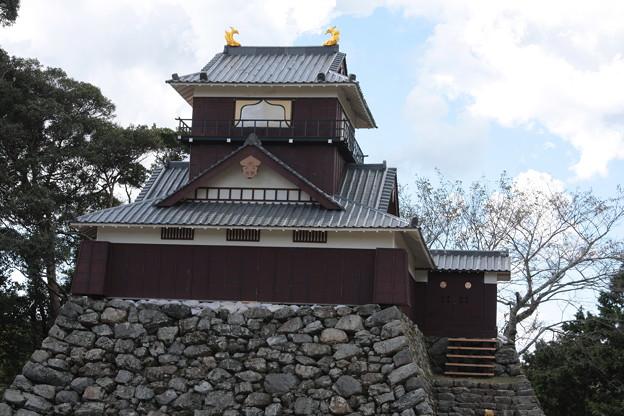 二俣城の天守台に一夜城を復元