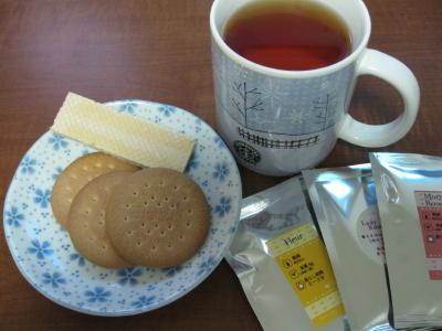 フラワー系紅茶とマリービスケット