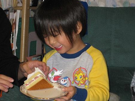 ケーキ食べるたーくん