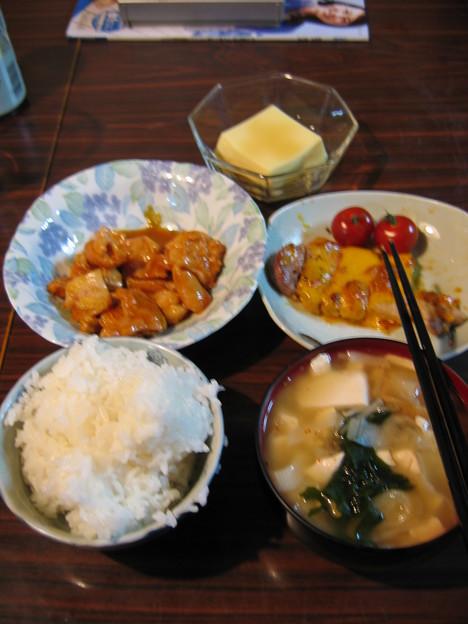 22日の夕飯(味噌ホルモンバージョン)