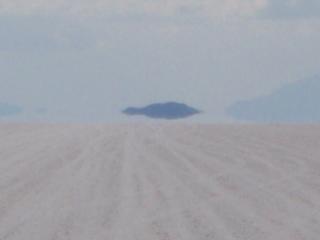 写真: 「魚の島」の由来が分かる1枚