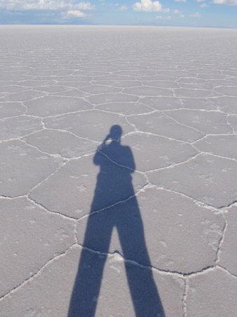 塩湖にうつる影