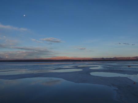 写真: 塩湖の夕暮れ2