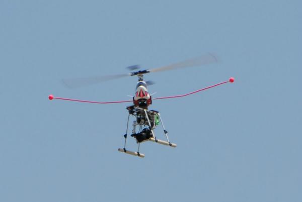 集合写真撮影用のラジコンヘリコプター