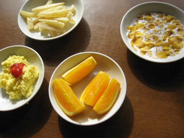 写真: ムスメの朝ご飯なう